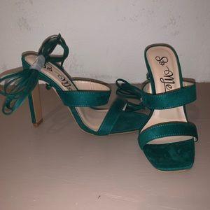 NWT emerald tie up heel 7
